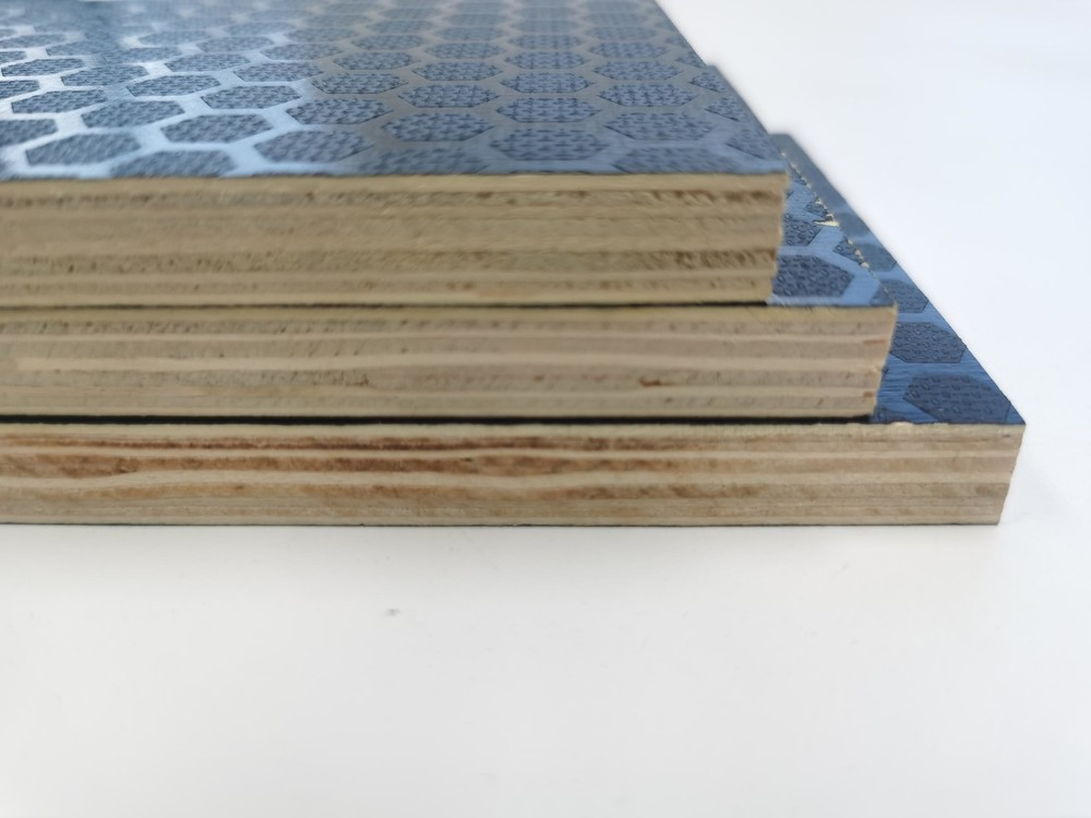 Qinge Hot Sale 1220x2440mm Poplar Core One Side Anti Slip Film Faced Plywood For Concrete Formwork